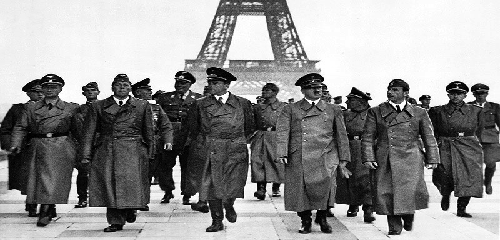 Adolf_Hitler_Eiffel_Tower_Paris_23_June_1940